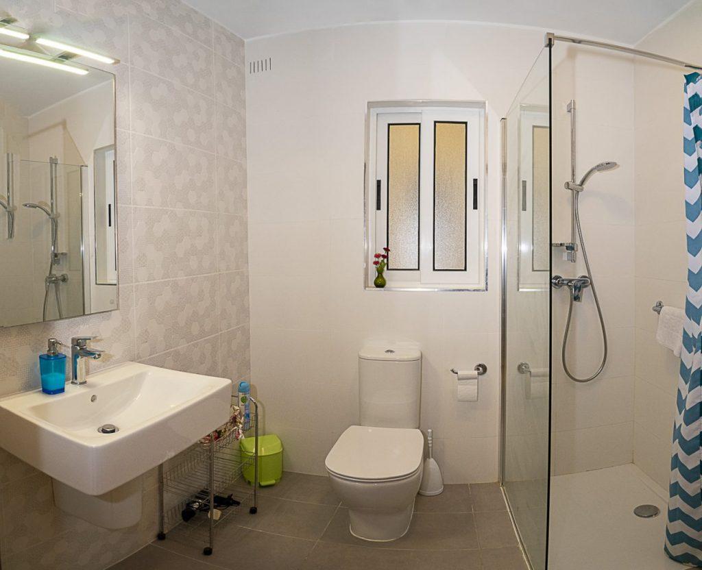Seaside Apartments Malta MEllieha 1 - main bathroom shower